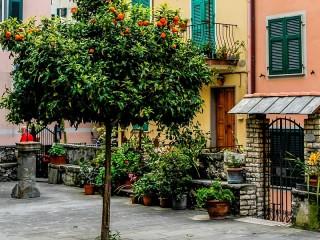 Собирать пазл Итальянский дворик онлайн