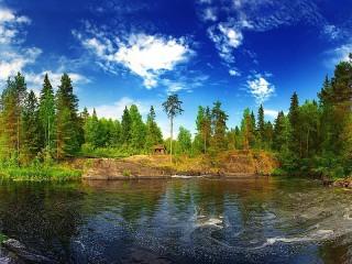 Собирать пазл Избушка в лесу онлайн