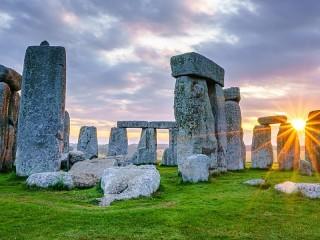 Собирать пазл Камень и солнце онлайн