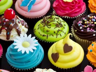 Собирать пазл Разноцветные кексы онлайн