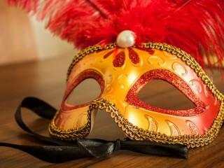 Собирать пазл Карнавальная маска онлайн