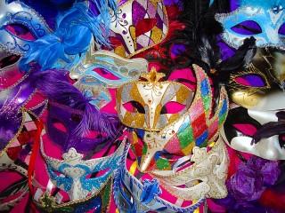 Собирать пазл Карнавальные маски онлайн