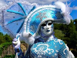 Собирать пазл Карнавальный костюм онлайн