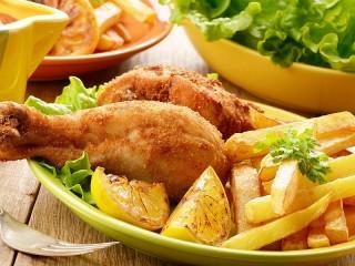 Собирать пазл Картошка фри и ножки онлайн