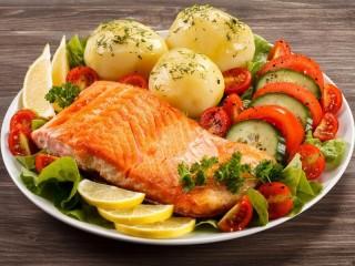 Собирать пазл Картошка с рыбой  онлайн