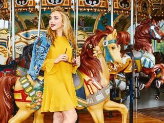 Собирать пазл Карусель с лошадками онлайн