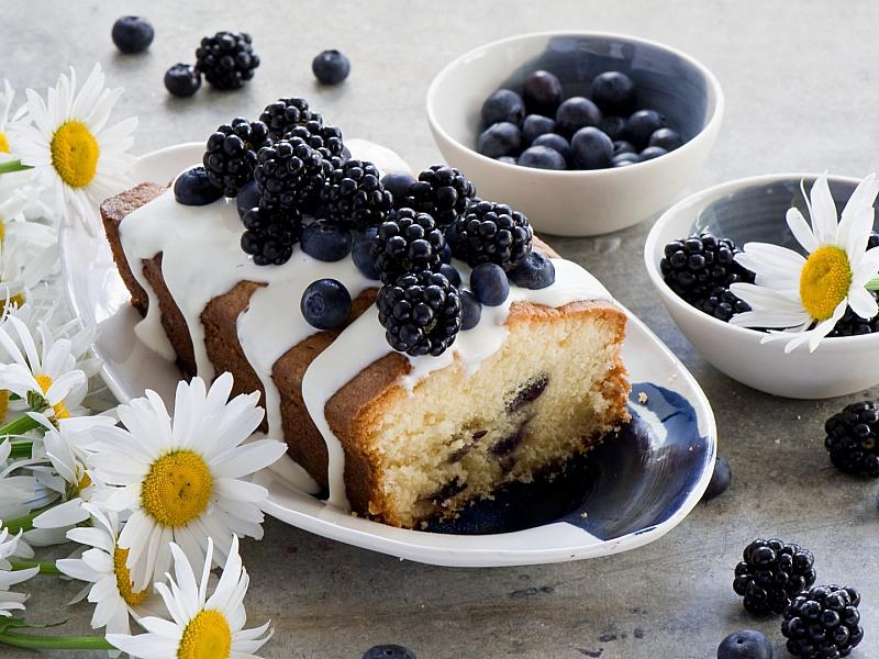 Пазл Собирать пазлы онлайн - Кекс с ягодами