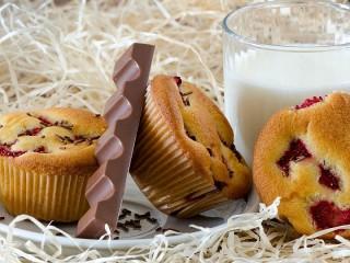 Собирать пазл Кексы с молоком онлайн