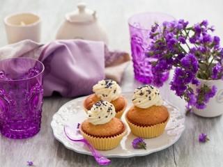 Собирать пазл Натюрморт с кексами онлайн