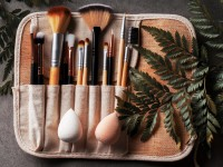 Собирать пазл Кисти для макияжа онлайн