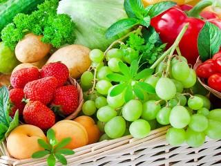 Собирать пазл Клубника и виноград онлайн