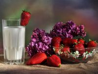 Собирать пазл Клубника с молоком онлайн