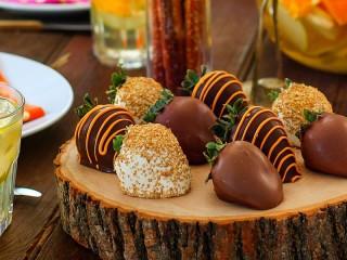 Собирать пазл Клубника в шоколаде онлайн