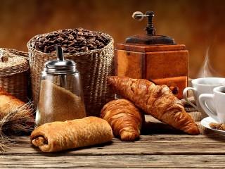 Собирать пазл Кофейные круассаны онлайн