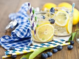 Собирать пазл Коктейль с лимоном онлайн