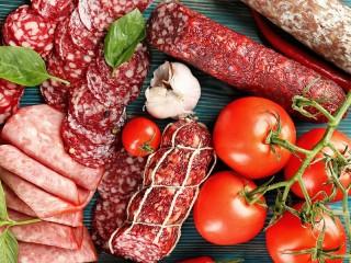 Собирать пазл Колбаса и помидоры онлайн