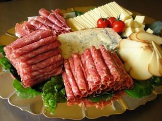 Собирать пазл Колбаса и сыр онлайн