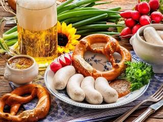 Собирать пазл Колбаски к пиву онлайн