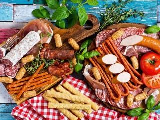 Собирать пазл Колбасные деликатесы онлайн
