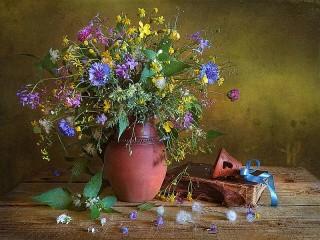 Собирать пазл Колокольчик и цветы онлайн