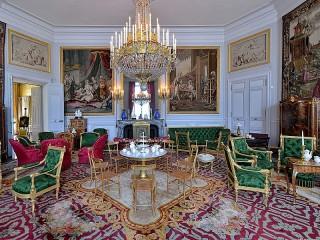 Собирать пазл Компьенский дворец онлайн