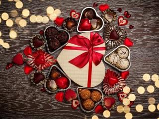 Собирать пазл Конфеты-валентинки онлайн