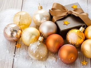 Собирать пазл Коробка и шары онлайн