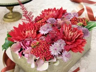 Собирать пазл Коробка с цветами онлайн