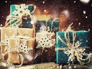 Собирать пазл Коробки и снежинки онлайн