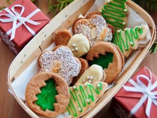 Собирать пазл Коробочки и печенье онлайн