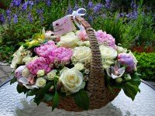 Собирать пазл Корзина с цветами онлайн