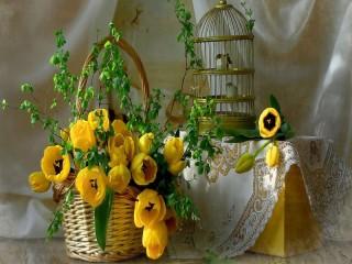 Собирать пазл Корзина с тюльпанами онлайн