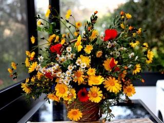 Собирать пазл Корзина цветов онлайн