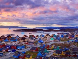 Собирать пазл Разноцветные домики онлайн