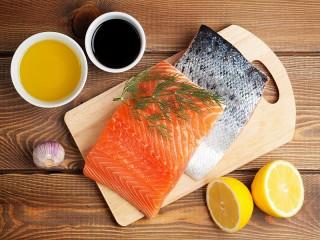 Собирать пазл Красная рыба и лимон онлайн