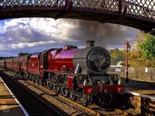 Собирать пазл Красный поезд онлайн
