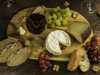 Собирать пазл Красное вино и сыр онлайн