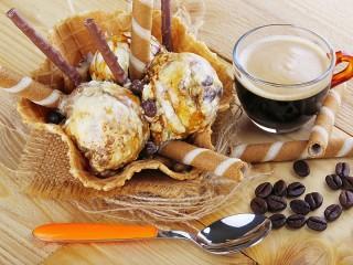 Собирать пазл Крем-брюле и кофе онлайн
