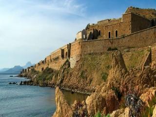 Собирать пазл Крепость на берегу онлайн
