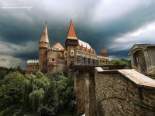 Собирать пазл Замок Корвинов онлайн
