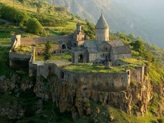 Собирать пазл Крепость в горах онлайн