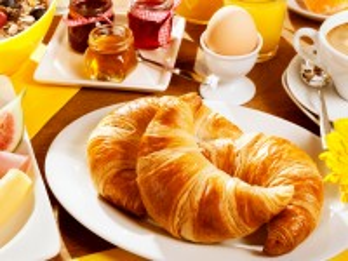 Собирать пазл Круассаны на завтрак онлайн