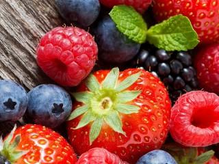 Собирать пазл Крупные ягоды онлайн