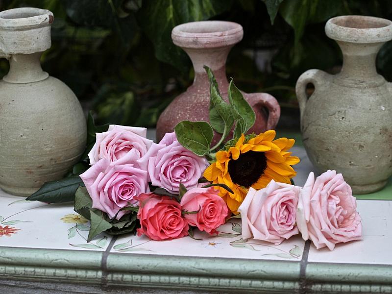 Пазл Собирать пазлы онлайн - Кувшины и цветы