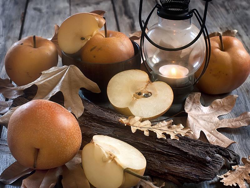 Пазл Собирать пазлы онлайн - Лампа и яблоки