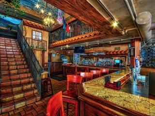 Собирать пазл Лестница в баре онлайн