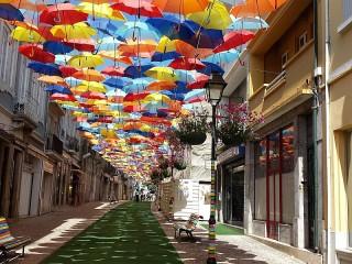 Собирать пазл Летающие зонтики онлайн