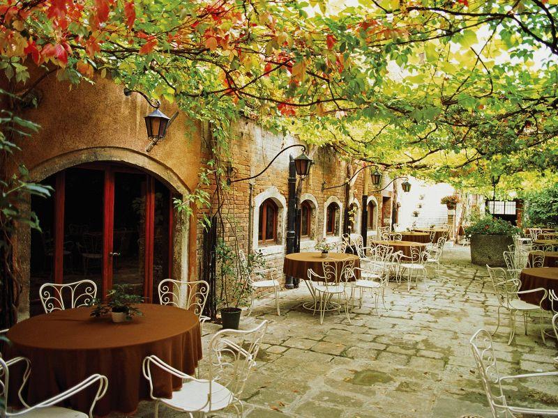 Пазл Собирать пазлы онлайн - Летнее кафе в Италии