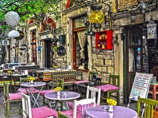 Собирать пазл Летнее кафе в Измире онлайн