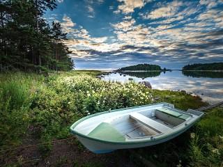 Собирать пазл Лодка на берегу онлайн
